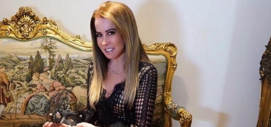 [ Ex-mulher de Zezé Di Camargo, Zilu apresenta novo namorado e faz declaração:
