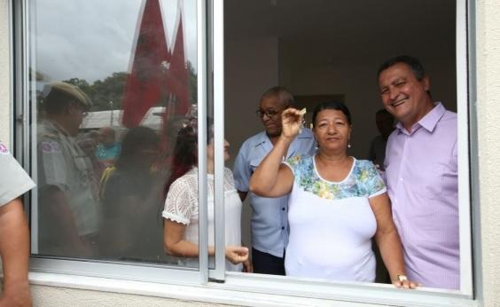 Governo da Bahia entrega moradias a 136 famílias de São Bartolomeu, no Subúrbio de Salvador