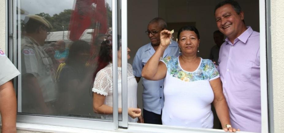 [Governo da Bahia entrega moradias a 136 famílias de São Bartolomeu, no Subúrbio de Salvador]