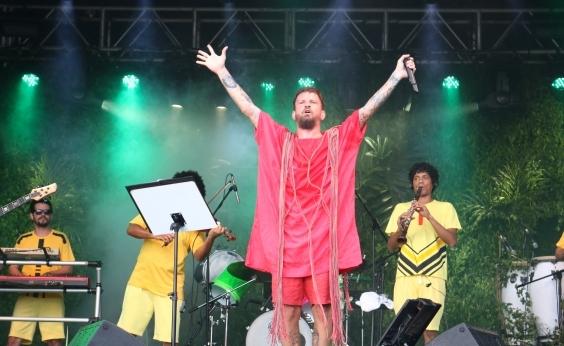 Saulo comanda baile infantil no encerramento do Festival da Primavera
