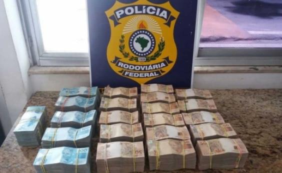 Vitória da Conquista: PRF acha R$ 700 mil dentro de mala transportada em ônibus