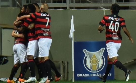 Vitória surpreende, vence Atlético-MG por 3 a 1 e sai da zona de rebaixamento