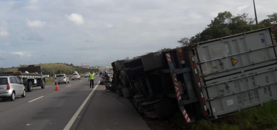 [Pedestre morre após ser atropelado por caminhão na Via Parafuso ]