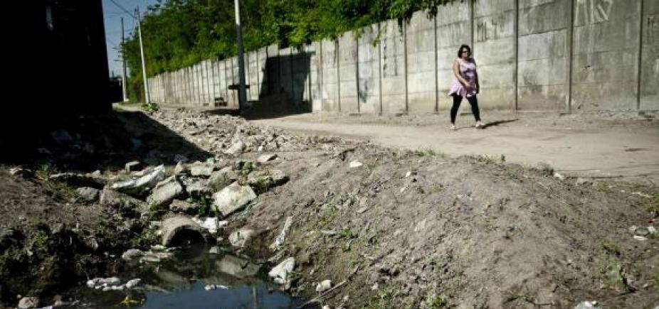 [45% dos brasileirosnão têm acesso a serviço adequado de esgoto, diz pesquisa]
