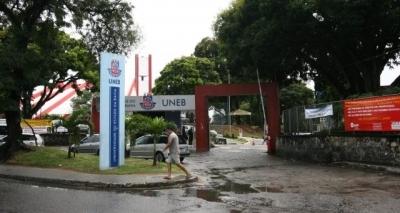 Por reajuste salarial, professores paralisam atividades em universidades da Bahia