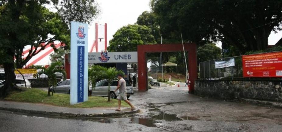 [Por reajuste salarial, professores paralisam atividades em universidades da Bahia]