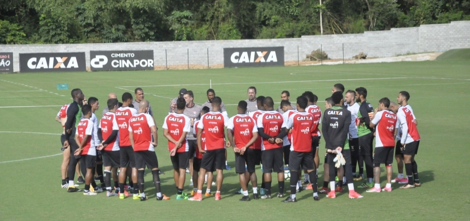 [Mancini tem dúvidas para escalar defesa do Vitória contra o Botafogo]