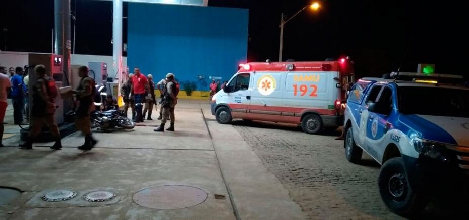 [Motociclista é morto a tiros ao parar em posto de combustíveis no sul da Bahia]