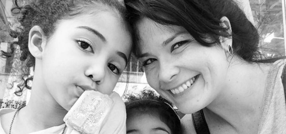 [Samara Felippo posta foto dos cachos da filha, internauta critica e atriz rebate; confira]