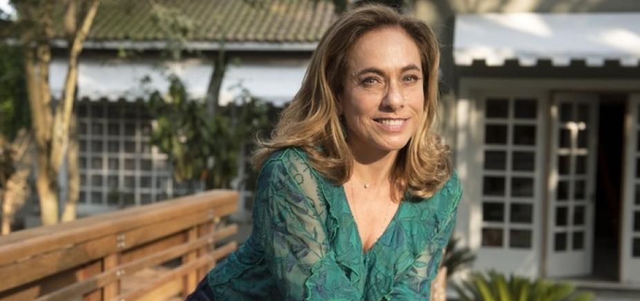 [Aos 60 anos, Cissa Guimarães posa de biquíni e agita web: