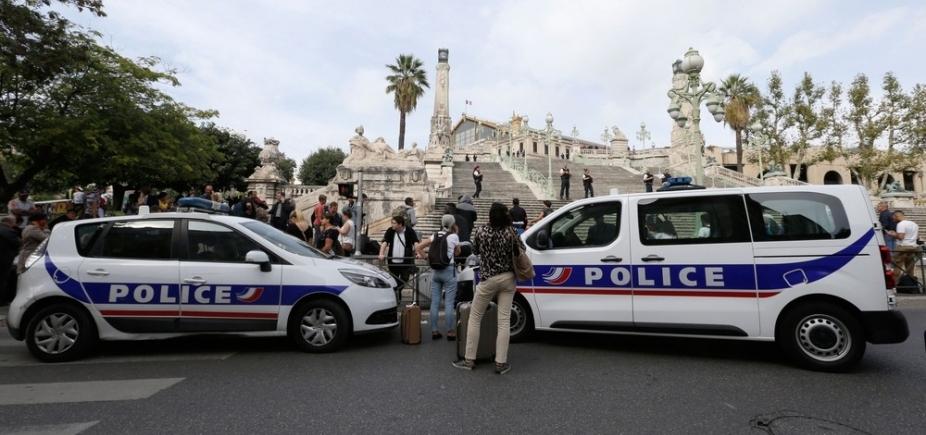 [Homem mata duas pessoas a facadas no sul da França e é morto logo em seguida ]