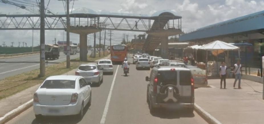 [Colisão entre moto e dois carros deixa feridos na Av. Paralela ]