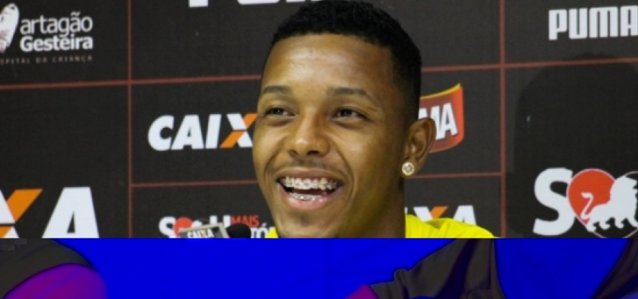 [Autor de um dos gols contra o Botafogo, atacante do Vitória comemora: