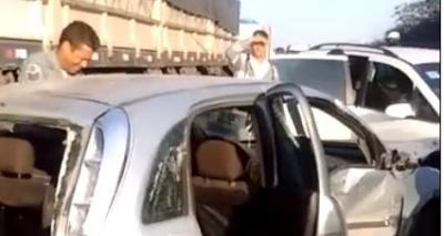Cinco pessoas ficam feridas em acidente envolvendo carreta e treze veículos na BR-324