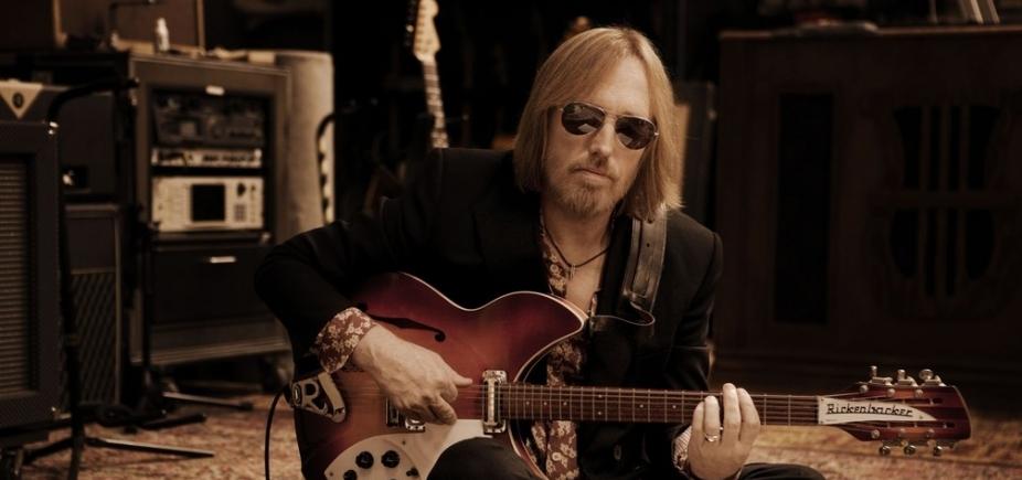[Morre cantor americano Tom Petty aos 66 anos]