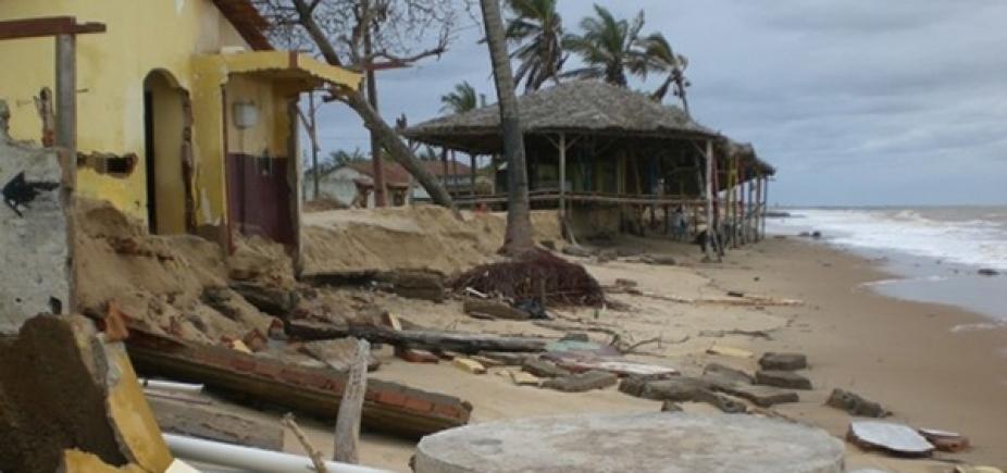 [Por causa de erosão marítima, 15 imóveis desabaram desde 2014 em Mucuri ]