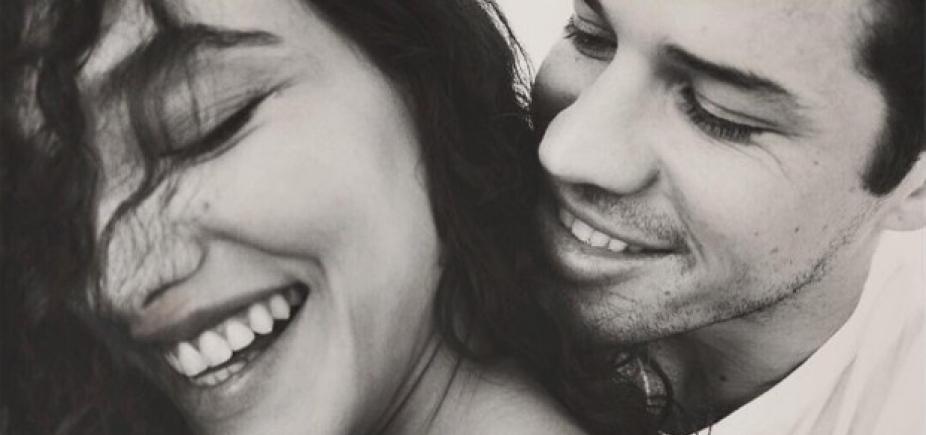 [Débora Nascimento e Zé Loreto anunciam gravidez: