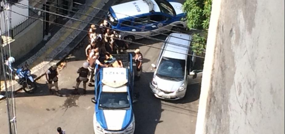 [Assaltante morre durante troca de tiros no bairro da Barra ]