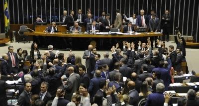 Proposta da reforma eleitoral prevê censura na internet a quem falar mal de político