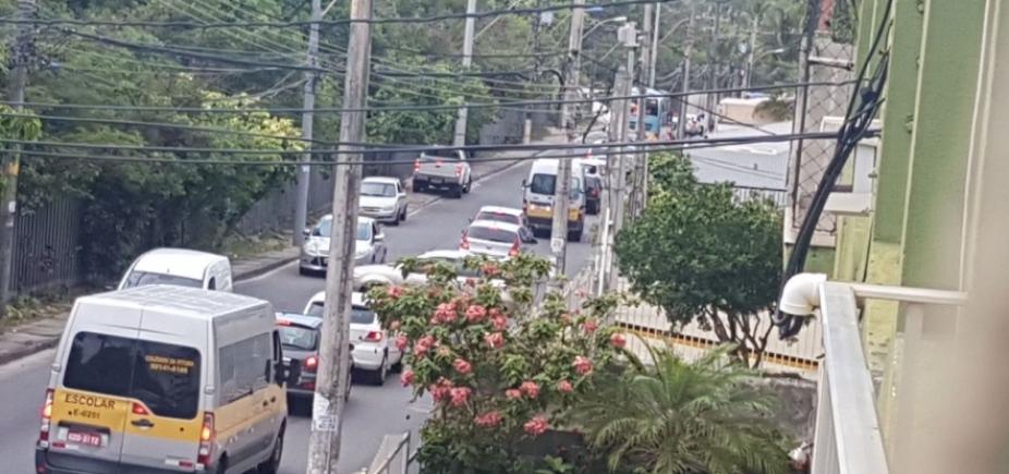 [Troca de postes congestiona Rua Augusto Lopes Pontes, no Stiep; veja trânsito ]