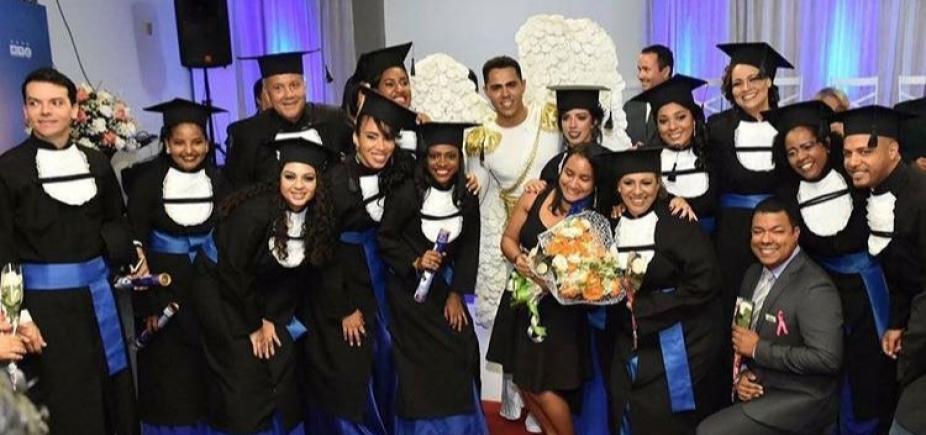 [Formandos que sofreram golpe de R$ 40 mil de cerimonial ganham festa gratuita]