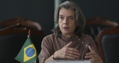 Presidente do STF nega crise democrática e defende que o regime está em