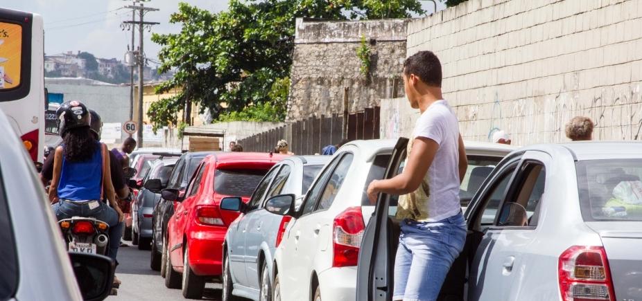 [Embarque de veículos no sistema ferry-boat é intenso no terminal São Joaquim ]