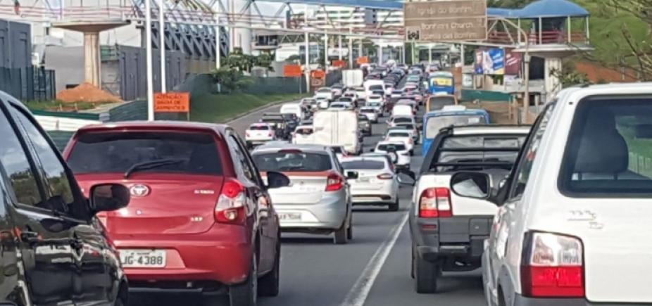 [Trânsito lento mas ainda sem registro de acidentes em Salvador]
