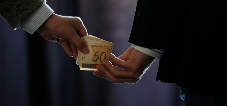 [Pesquisa mostra que 8 de cada 10 brasileiros afirmam que denunciariam corrupção]