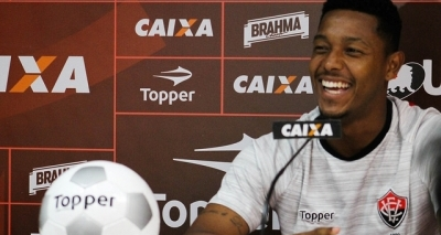 Com 100 jogos de Vitória, David quer time focado contra o Sport