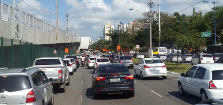 [Acidente na Rua da Indonésia causa congestionamento nas vias de acesso a Pirajá]