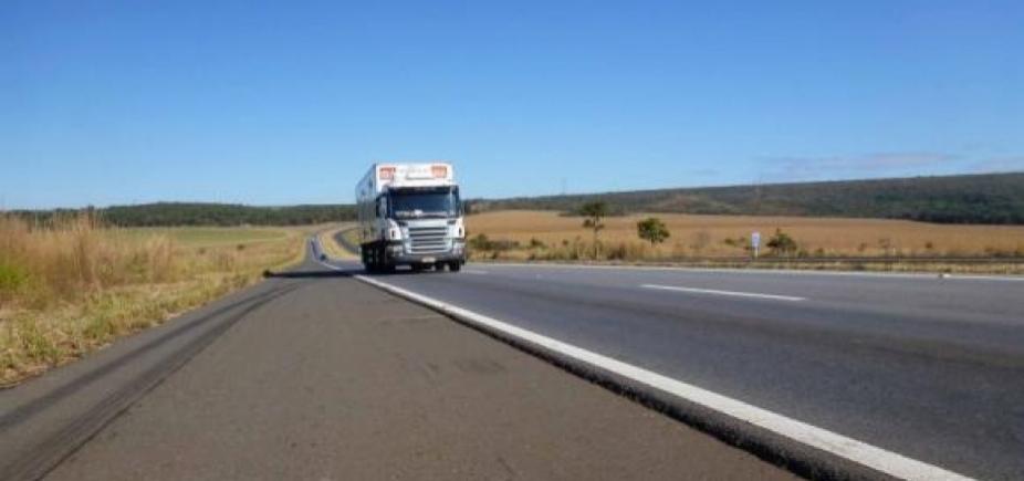 [Operação da PRF vai restringir tráfego de veículos de carga pesada no feriado ]