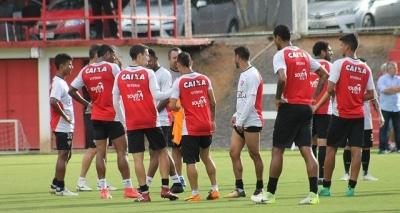 Com volta de laterais, Mancini divulga relacionados e time titular do Vitória enfrentar o Sport