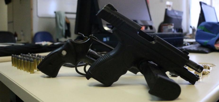 [Pistola usada em assalto a banco pertence a PM afastado, diz delegado]