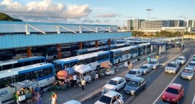 Armado com uma faca, homem ataca passageiros na Estação Mussurunga; duas pessoas morreram