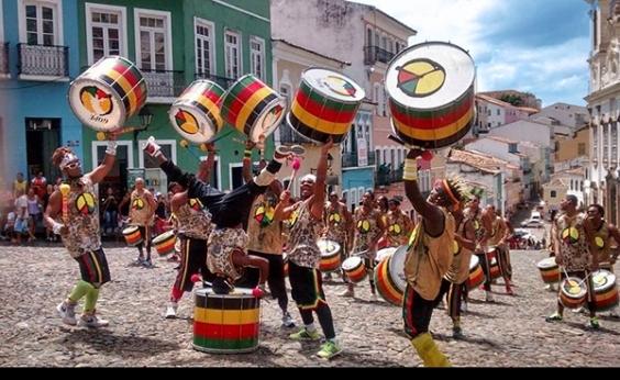 Tem que ser mais sutil, diz Lazinho sobre músicas de protesto do Olodum