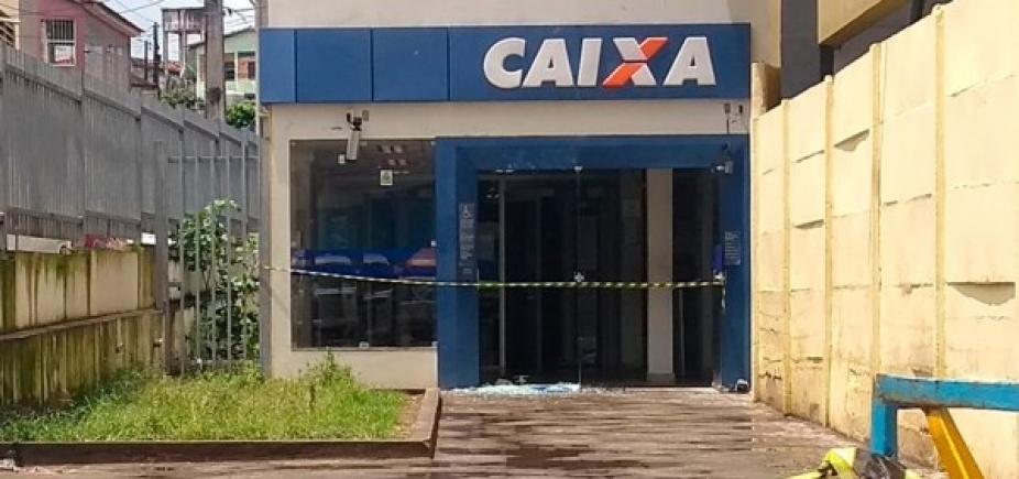 [São Sebastião do Passé: quadrilha coloca fogo em carreta e tenta roubar banco]