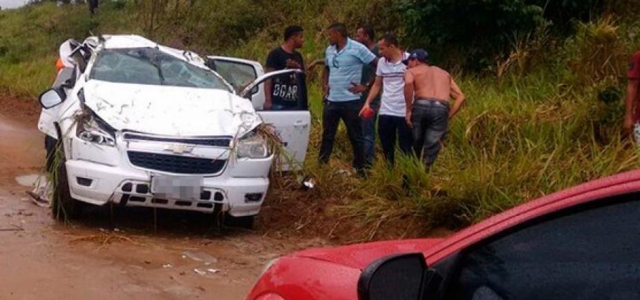 [Acidente entre moto e caminhonete deixa dois mortos e três feridos em Laje]