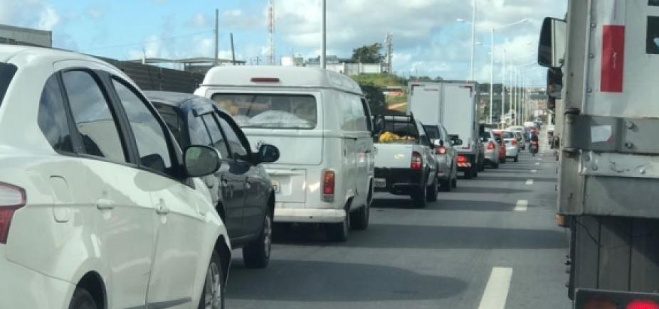 [Grave acidente deixa transito ainda mais congestionado na Estrada do Derba]