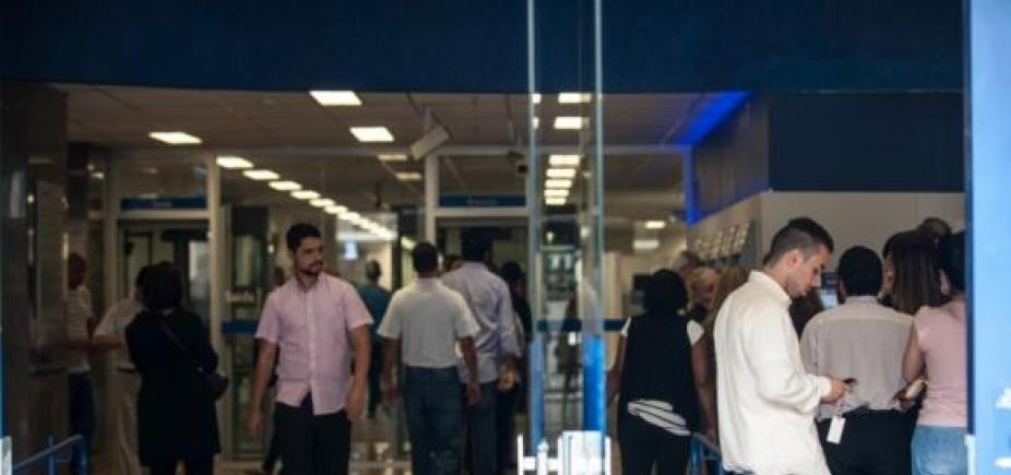 [Bancos no interior do estado abrem uma hora mais cedo durante horário de verão]