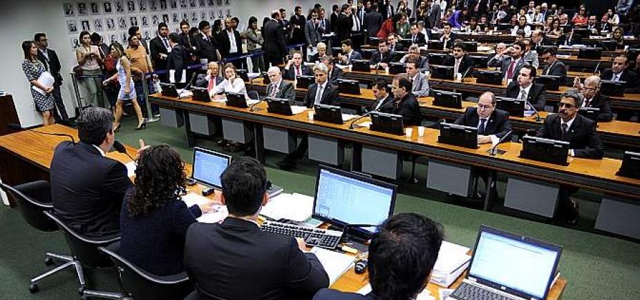 [Relatório de denúncia contra Temer começa a ser discutido nesta terça na CCJ da Câmara ]