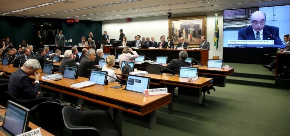 [Presidente da CCJ pede prorrogação de três sessões para analisar denúncia contra Temer]