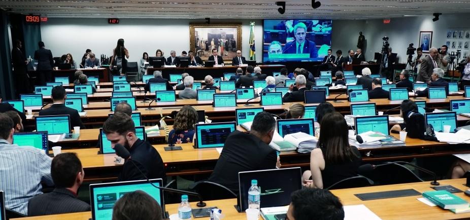 [Governo esvazia CCJ para acelerar denúncia contra Temer; oposição fala em \