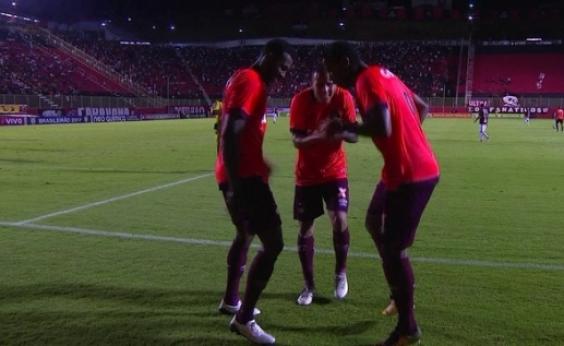 A zica continua! Em jogo com duas viradas, Vitória perde para o Atlético-PR por 3 a 2