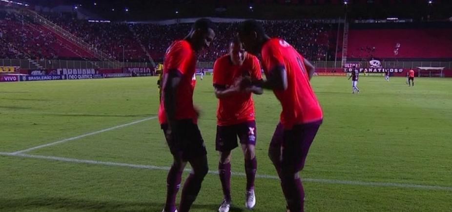 [A zica continua! Em jogo com duas viradas, Vitória perde para o Atlético-PR por 3 a 2]