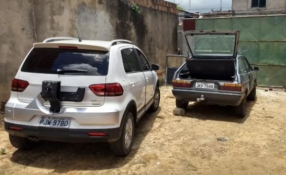 Mecânico é preso após ser flagrado retirando peças de carro roubado