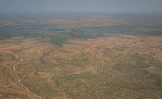 Após atentado que matou 300, carro-bomba explode perto da capital da Somália