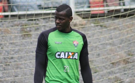 Após desabafo, Caíque volta atrás e pede desculpas a torcedores do Vitória