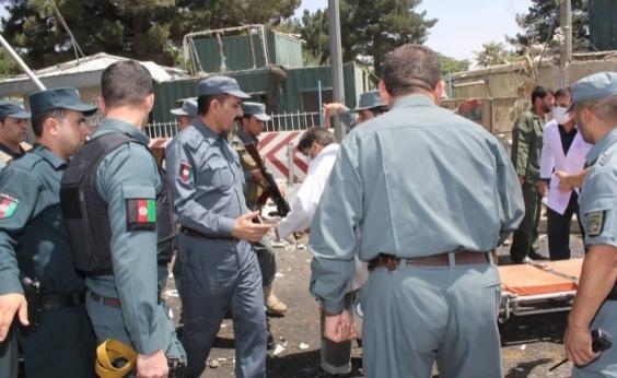 Pelo menos 30 pessoas morrem após homem-bomba se explodir em mesquita de Cabul