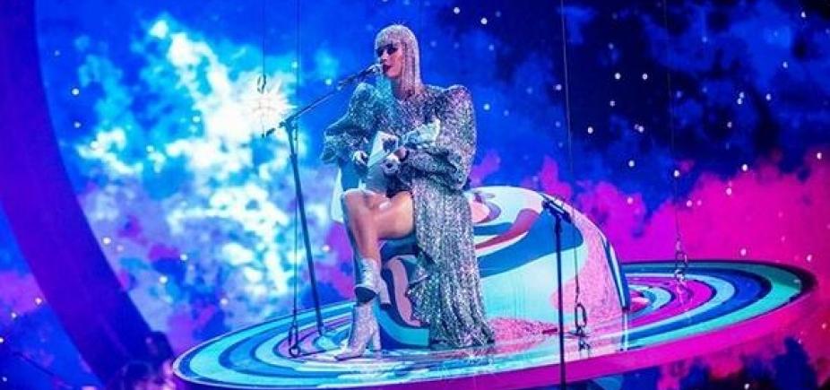 [Katy Perry fica pendurada em show após falha técnica: \